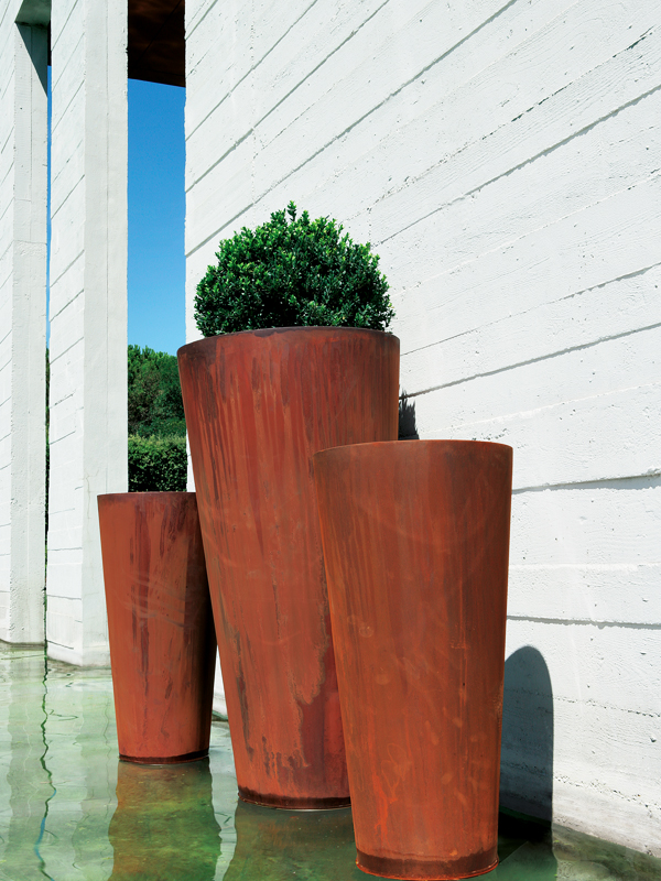 Hd home design sky acier corten pot de castelli for Plant de pot exterieur